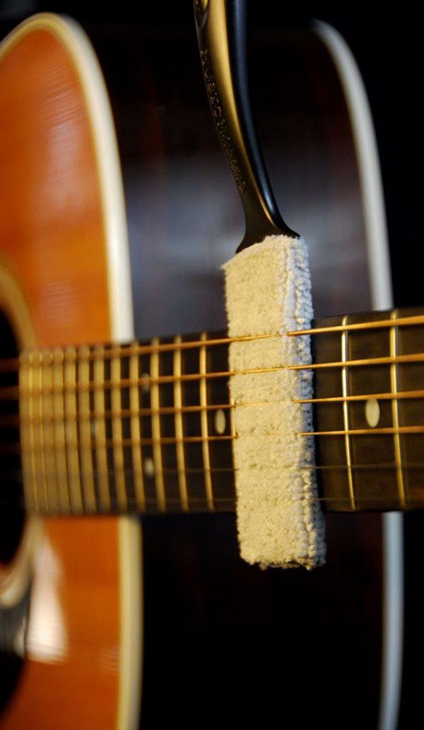 Фото 9 - MusicNomad MN205 Nomad Tool Инструмент для чистки гитарных струн, поверхности гитары и фурнитуры.
