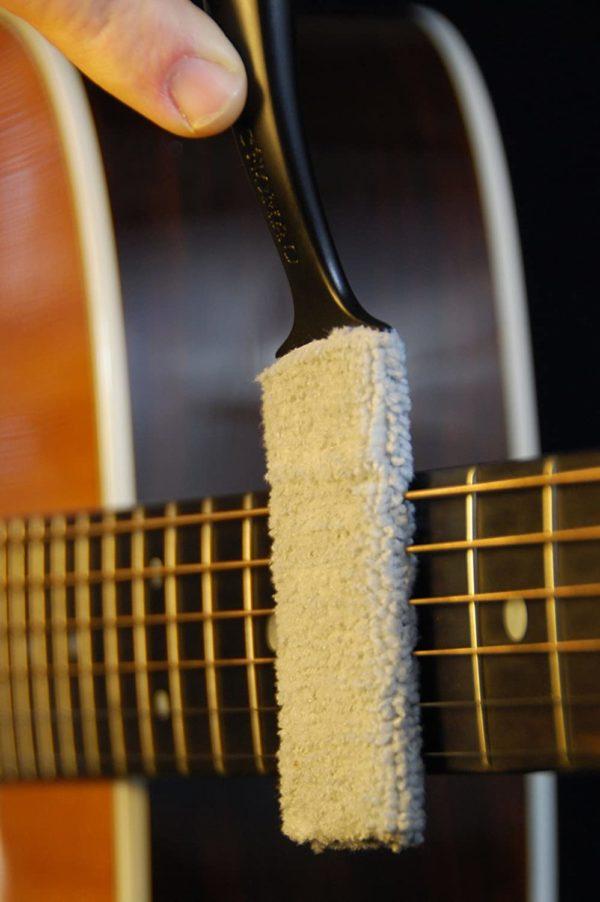 Фото 8 - MusicNomad MN205 Nomad Tool Инструмент для чистки гитарных струн, поверхности гитары и фурнитуры.