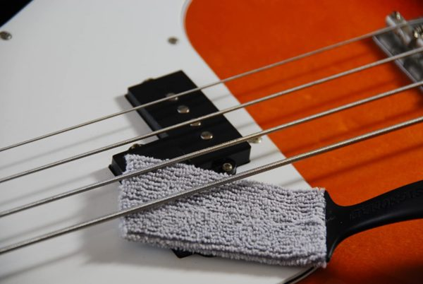 Фото 7 - MusicNomad MN205 Nomad Tool Инструмент для чистки гитарных струн, поверхности гитары и фурнитуры.