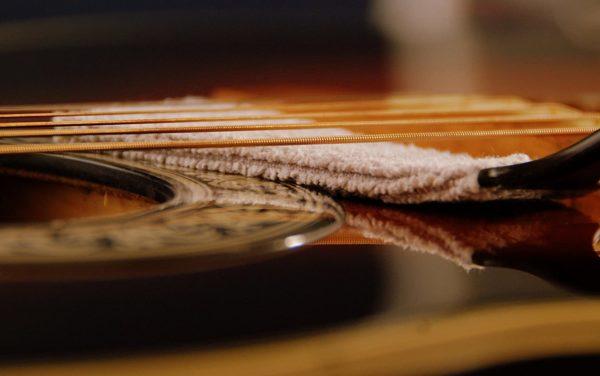 Фото 3 - MusicNomad MN205 Nomad Tool Инструмент для чистки гитарных струн, поверхности гитары и фурнитуры.
